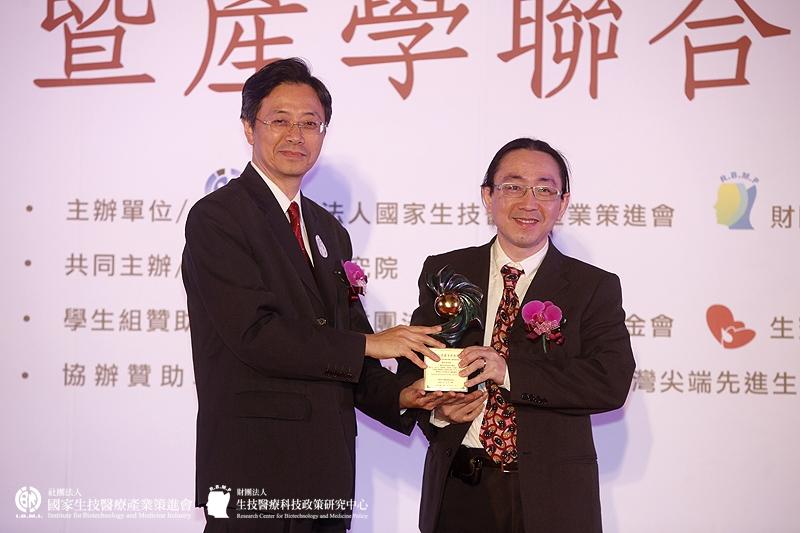 學術研究組獲獎單位:周民元博士_工業技術研究院生醫所/膠原蛋白支架複合物之醫療應用