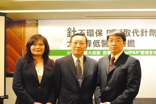 因華生技林智暉董事長(中)、許長山總經理(右)、郝為華副總(左)
