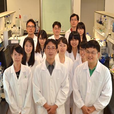 研發團隊由蛋白質化學、細胞學、罕病與遺傳學及動物房獸醫師等各類專才人員所組成
