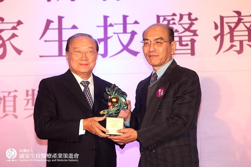 學術研究組獲獎:張力天教授_國立中興大學