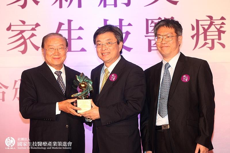學術研究組獲獎:邱俊誠教授研究團隊_中國醫藥大學、國立交通大學
