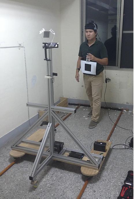 模擬實際行走之視線移動評估系統