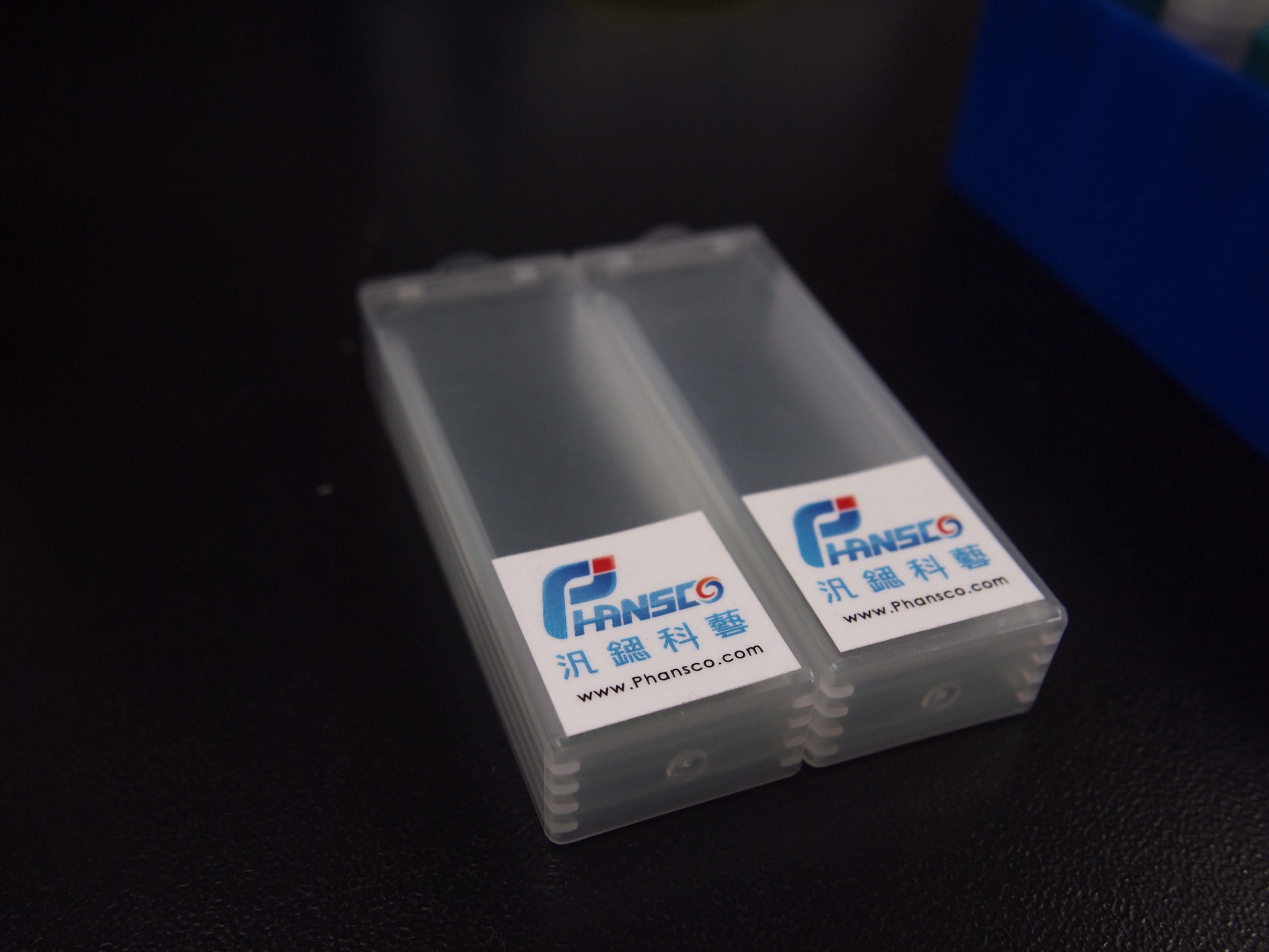 汎鍶科藝phan2SERS晶片,以創新斜向角度奈米雕刻沉積法(GLAD 技術),增強待測物的拉曼光譜訊號到達千萬倍,有效地檢驗出待測物中微量成分