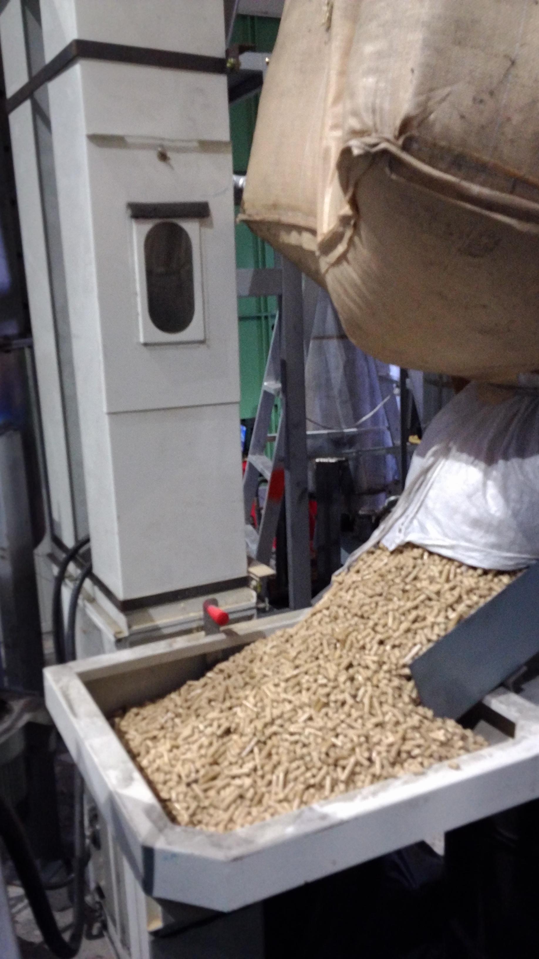 稻殼造粒之進料系統
