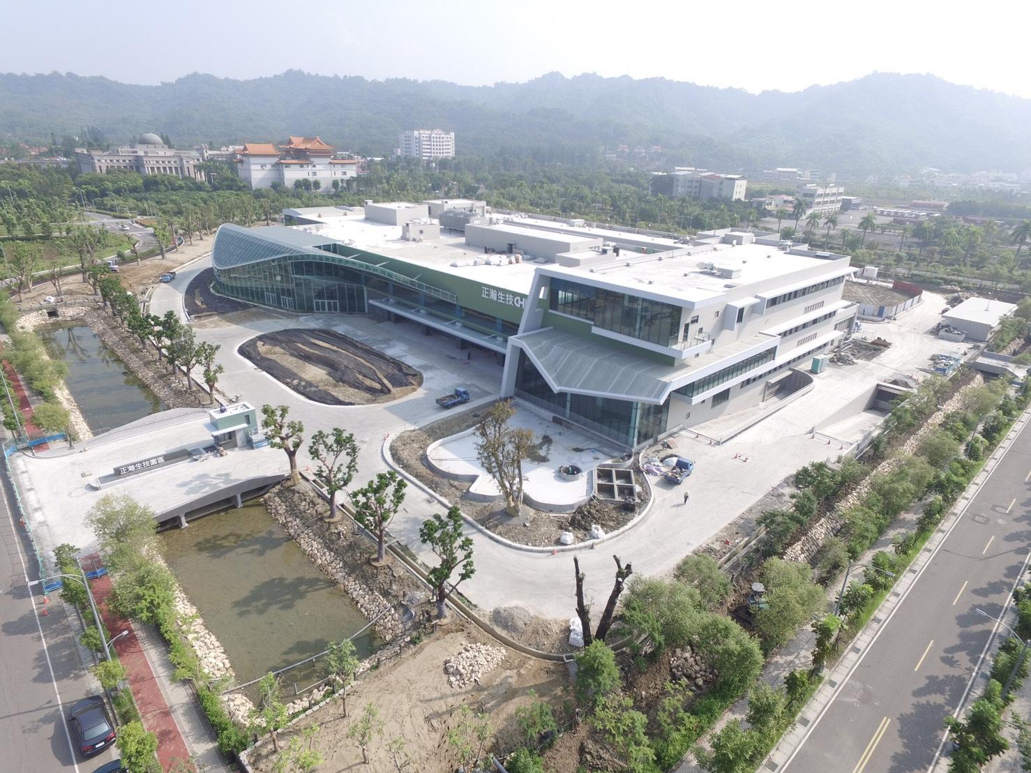 正瀚生技投入20億元所建立的植物整合研究中心,除了協助解決全球農業問題,也希望成為一座橋樑,把台灣蘊藏多年的學術成果,轉化具有商業價值的實質產品