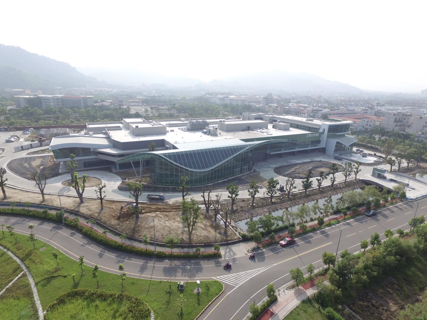 正瀚生技耗資20億元,在中科高等研究園區內打造國際級植物整合研究中心,研發團隊在這裡的研究成果,將一步步影響全球農業