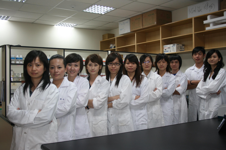 實驗室成員照片.JPG