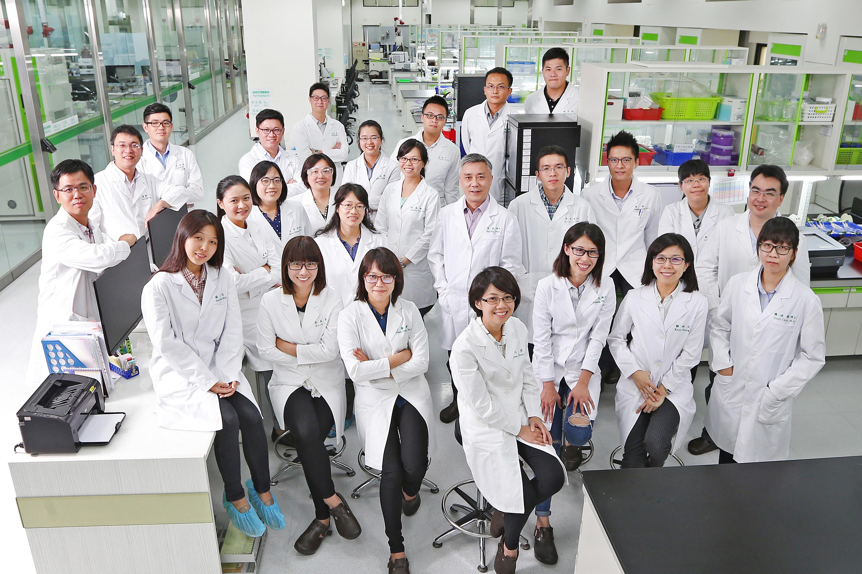 正瀚生技以研發為本位,由台灣碩博士組成的研發團隊,佔全體員工比例近五成,「台灣研發、美國製造、全球行銷」是我們的營運特色