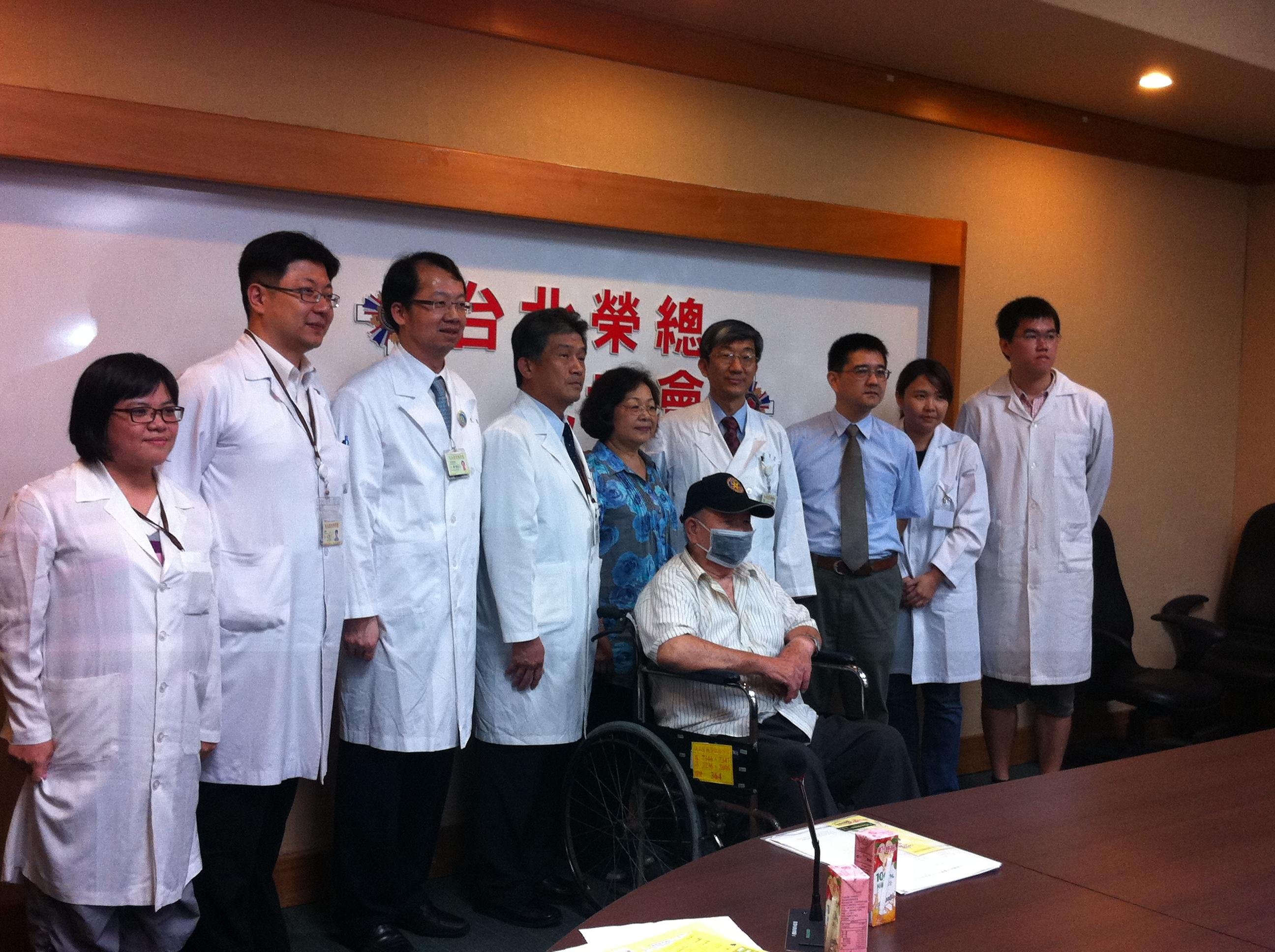 陽榮小腦萎縮症研究團隊發現第22型小腦萎縮症在台北榮總舉行記者招待會