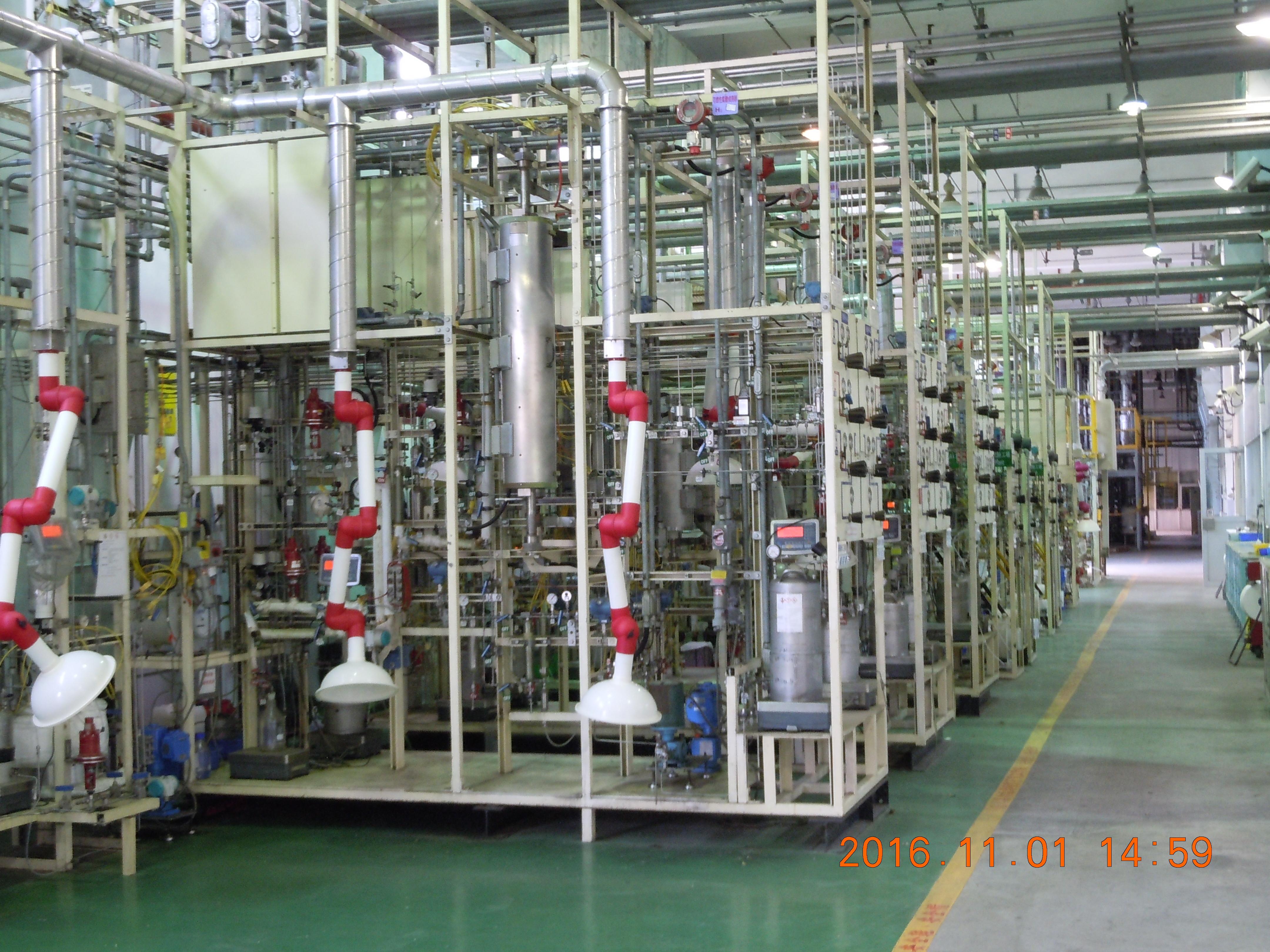 中油公司煉研所的試驗工場反應設備圖