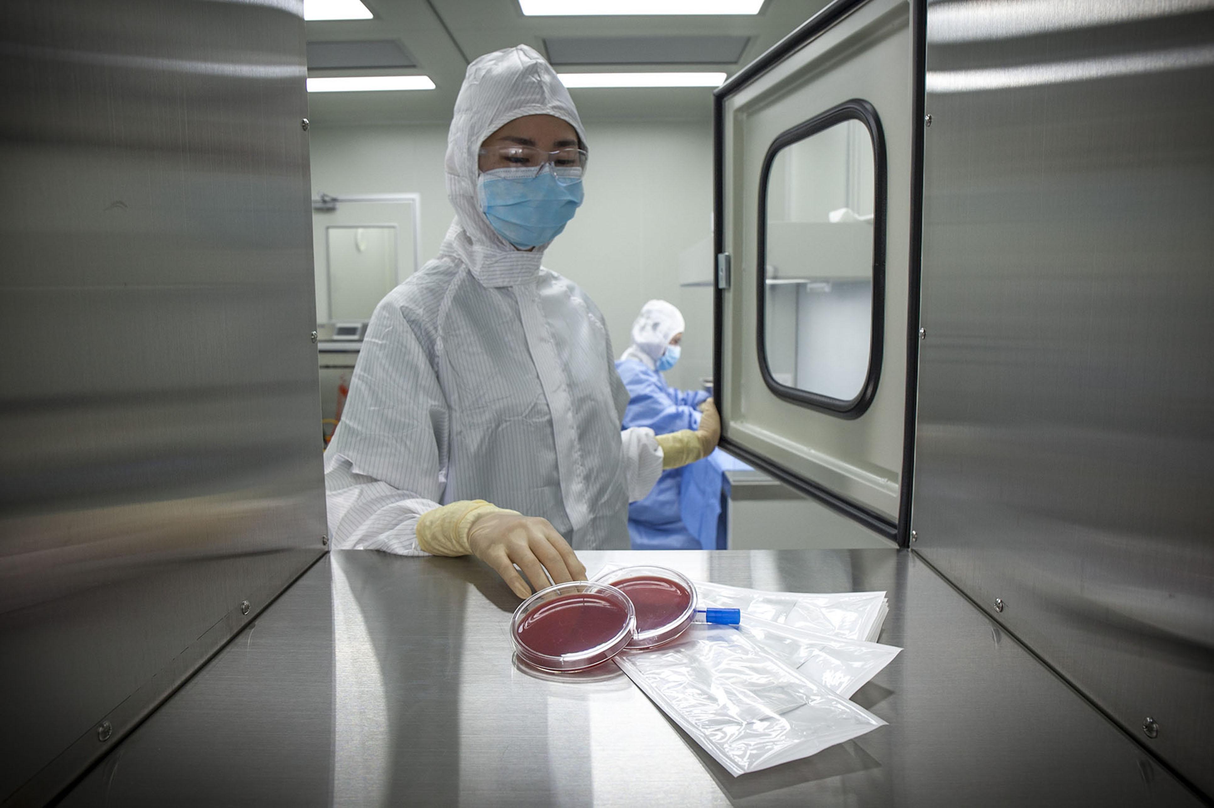 再生醫材產品全程以無菌技術製備,並採用美國標準以及規格檢驗