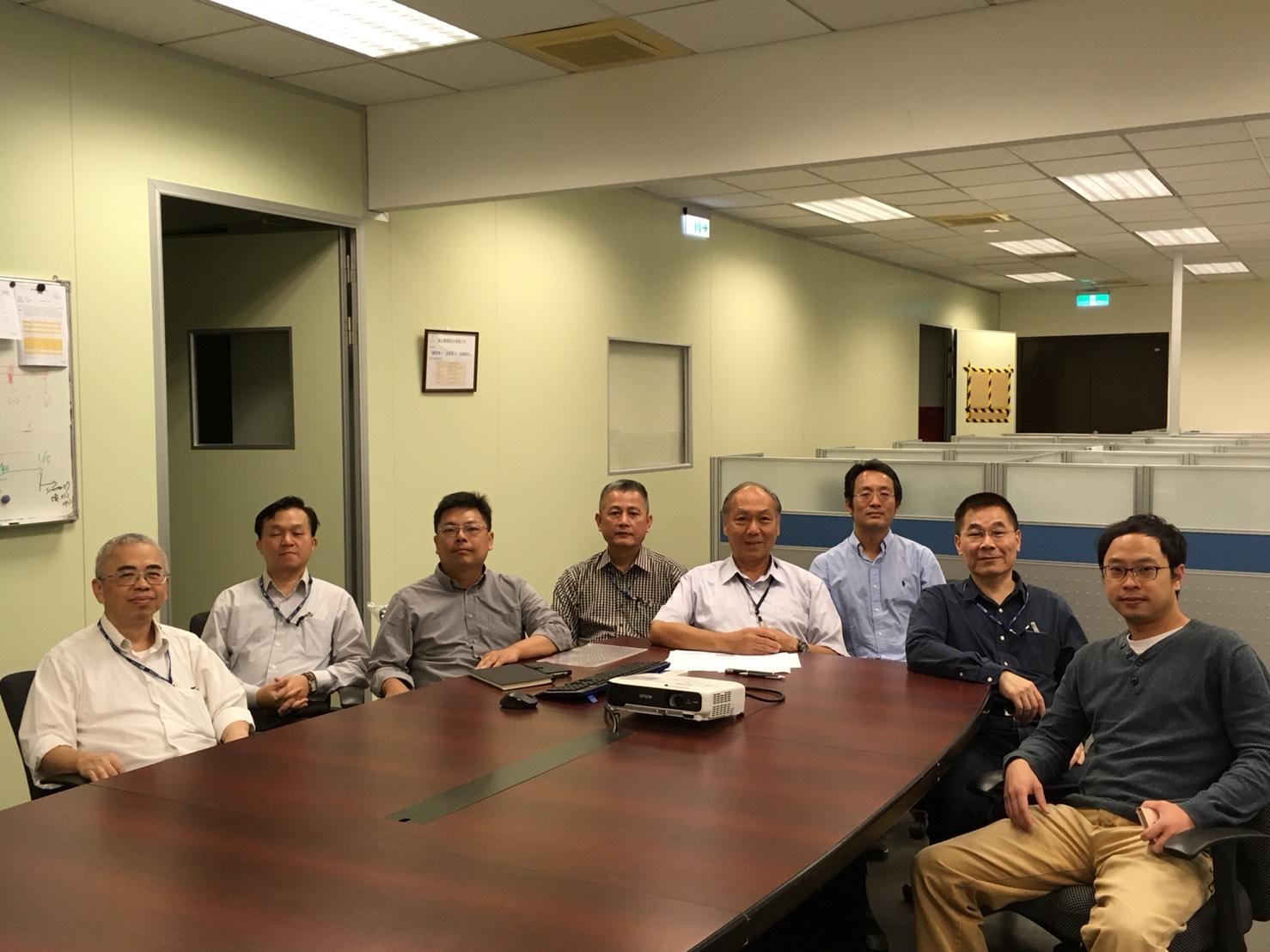 團隊在公司會議室合照