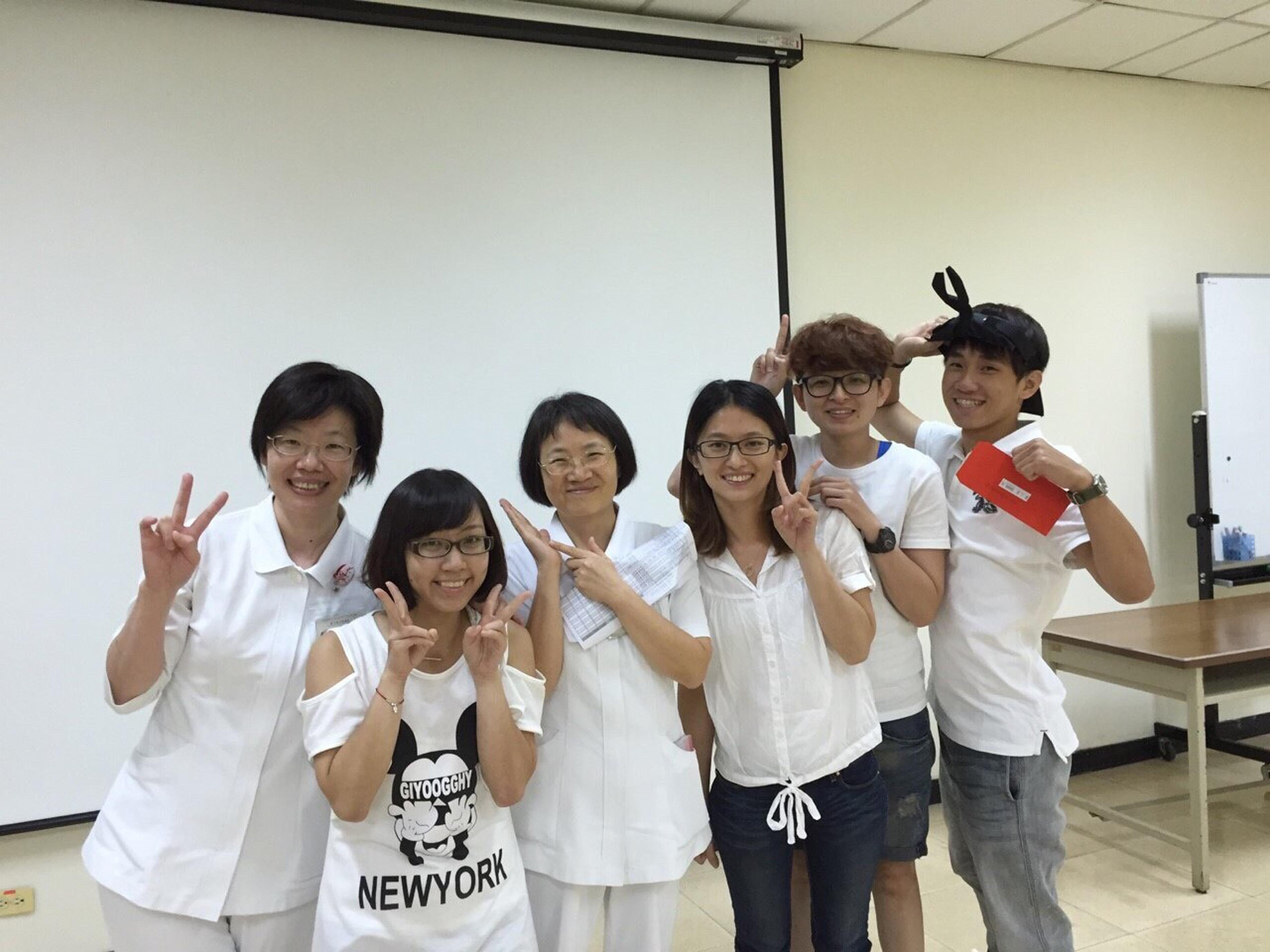 團隊成員於院內創新比賽第一次發表經鼻氣管插管固定架