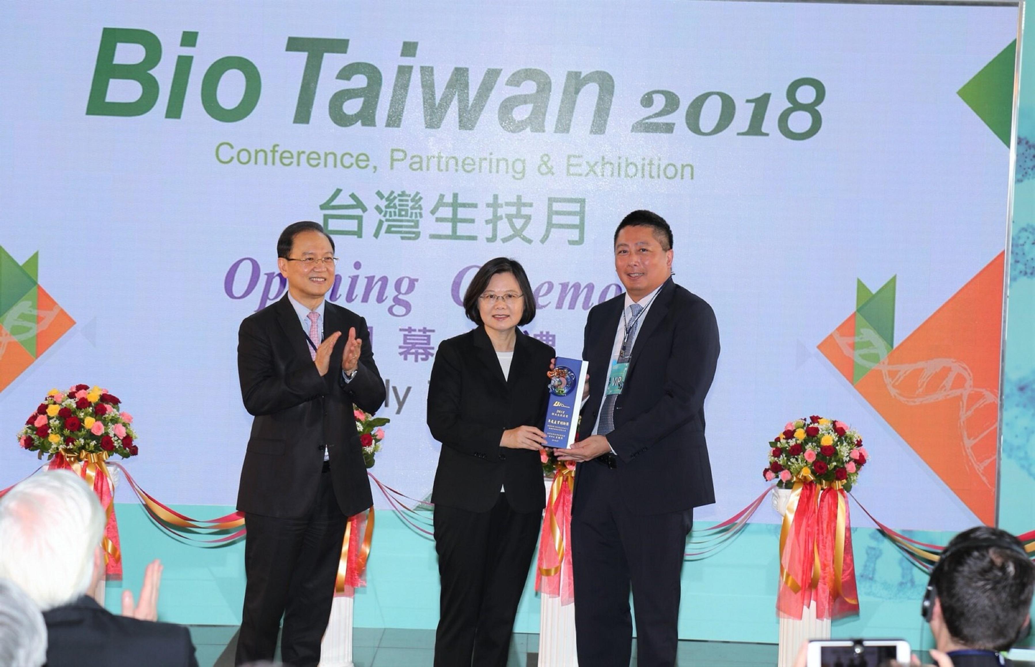 杏國獲獎Bio Taiwan 副董事長與蔡總統合照
