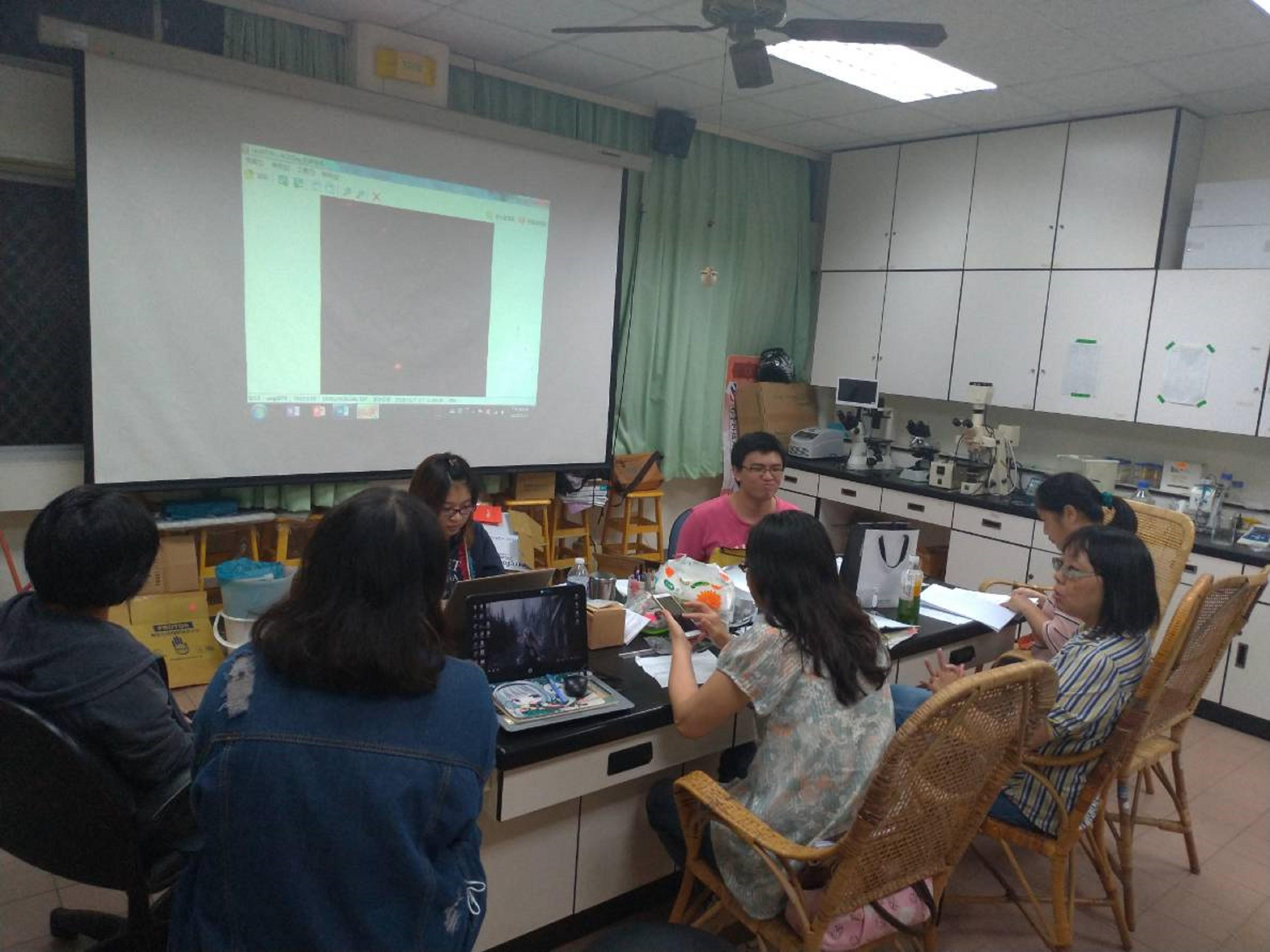 研發團隊每週進行例行性會議,討論每週研發進度與troubleshooting