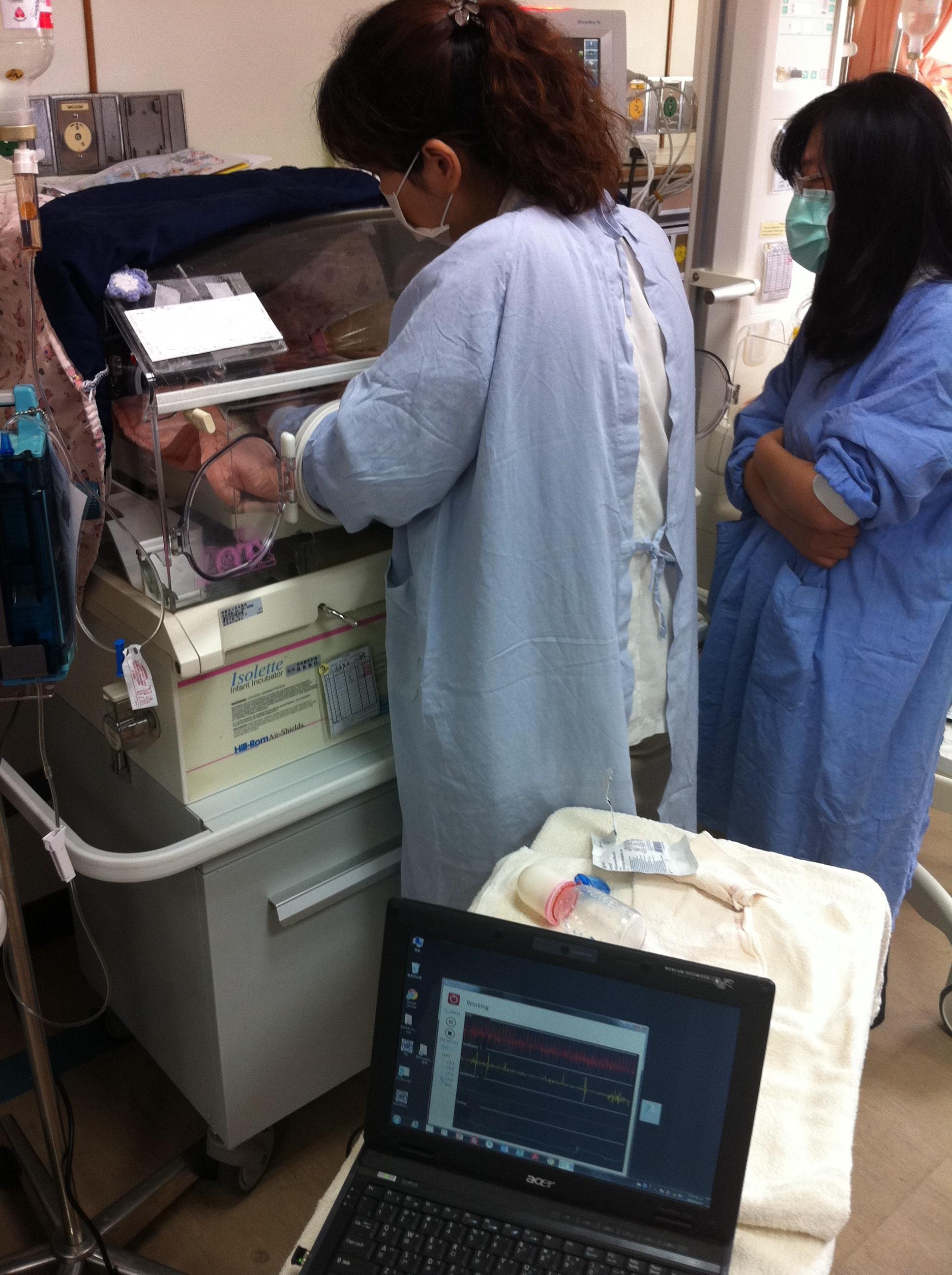 早產在保溫箱中經口餵食訓練並同步偵測吸吮-吞嚥-呼吸協調狀況
