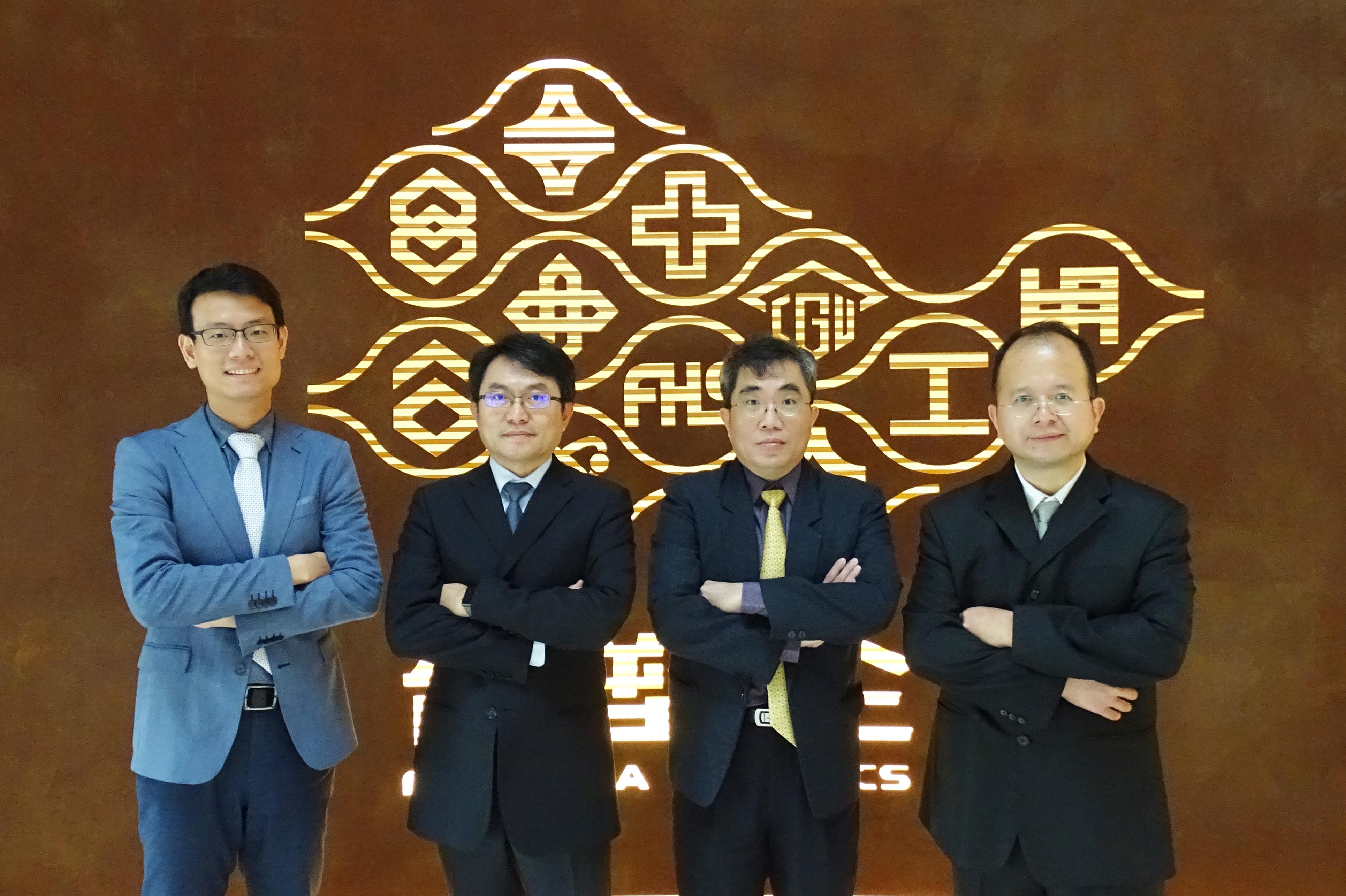專家團隊(左起):高定一 中醫師;黃聰龍 教授;謝珮文 教授;蔡永豐 西醫師