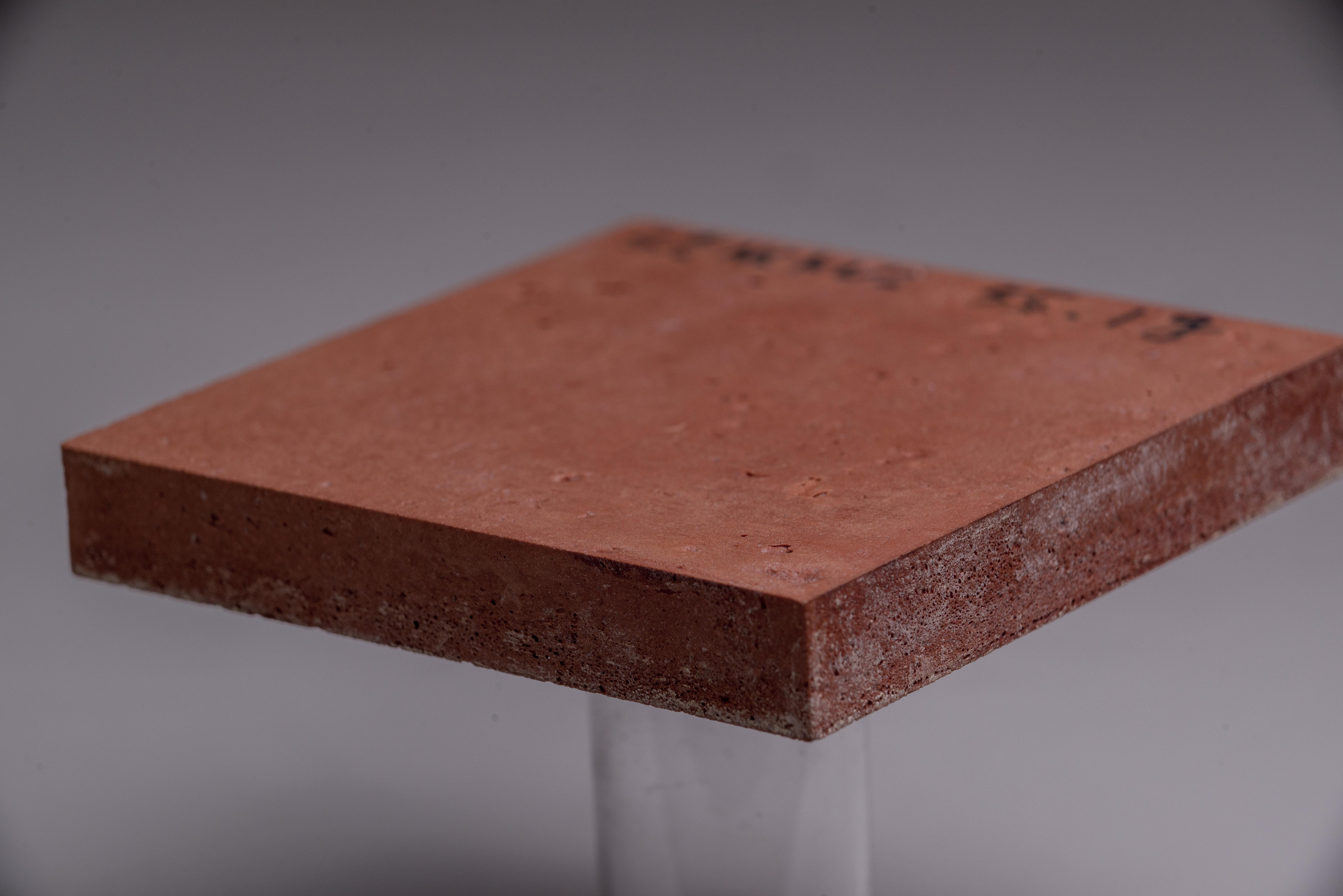 已獲得專利之「氣凝膠酚醛發泡板」具備耐燃一級與輕量化,適合應用在防火門、建築外殼上,以達到隔熱與防火之功能。