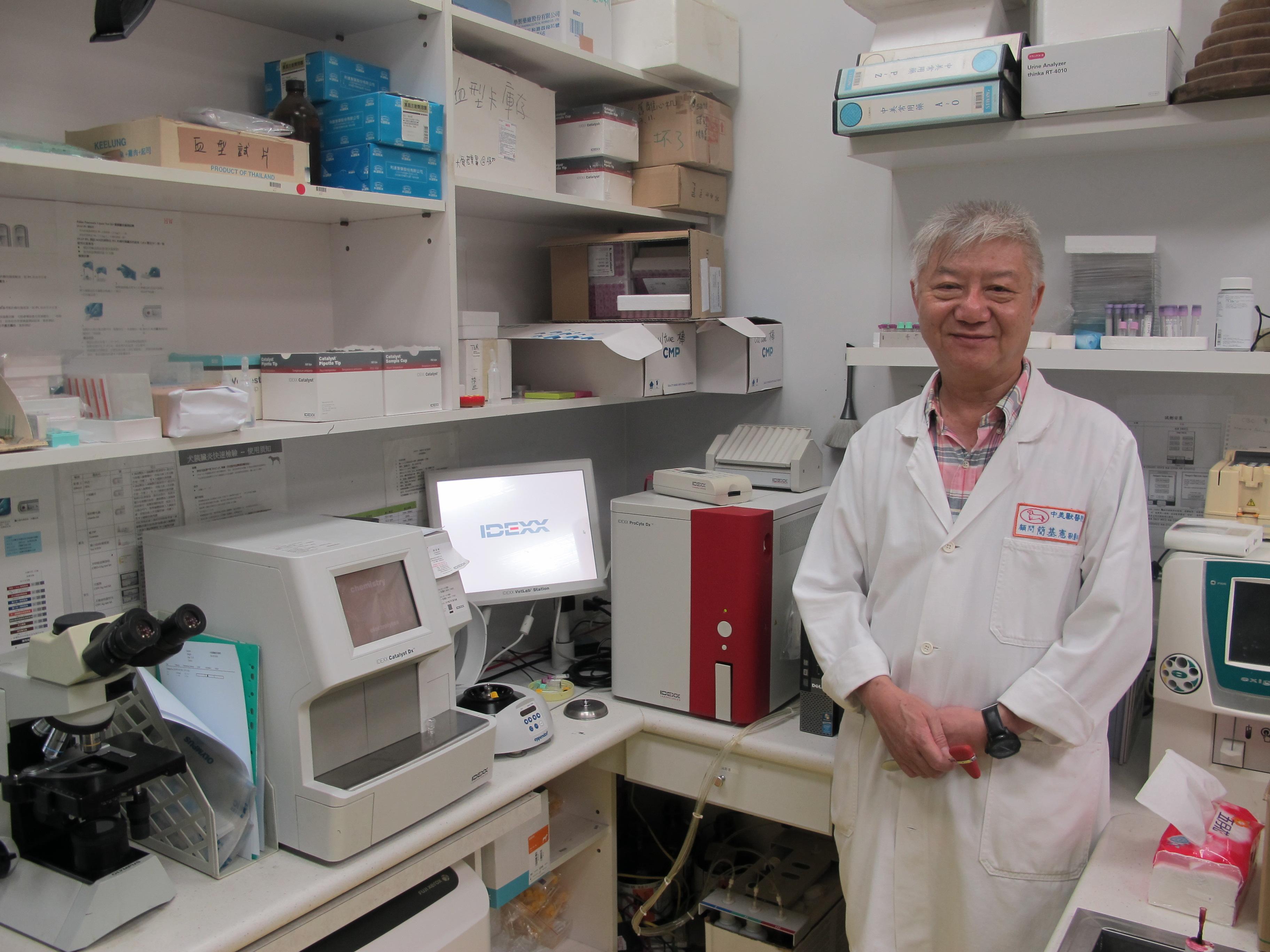 108.10.27. 簡基憲博士在中美醫院的實驗室.JPG