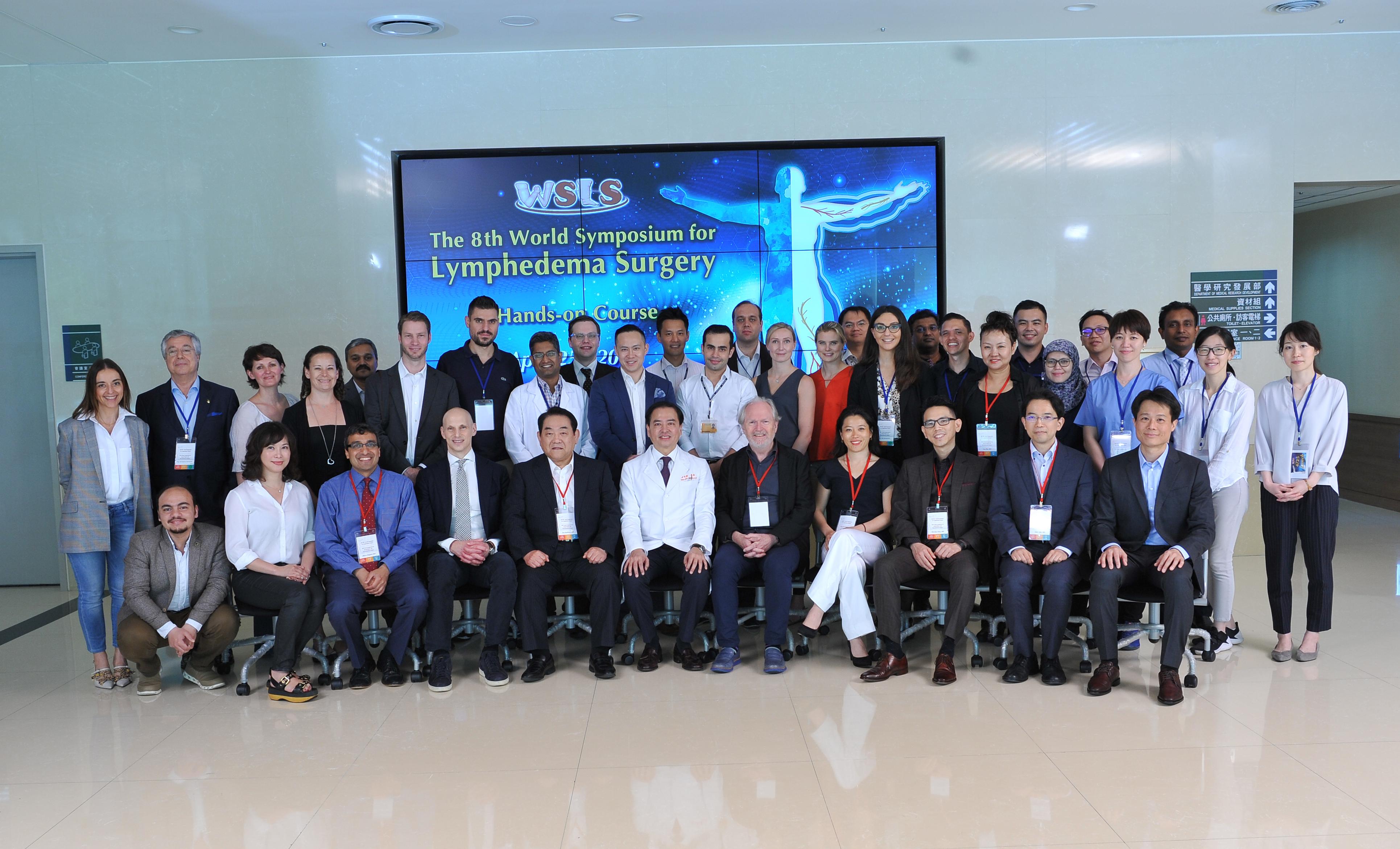顯微手術營: 邀請世界級大師一同指導各國整形外科醫師如何實際操作顯微手術及超顯微手術