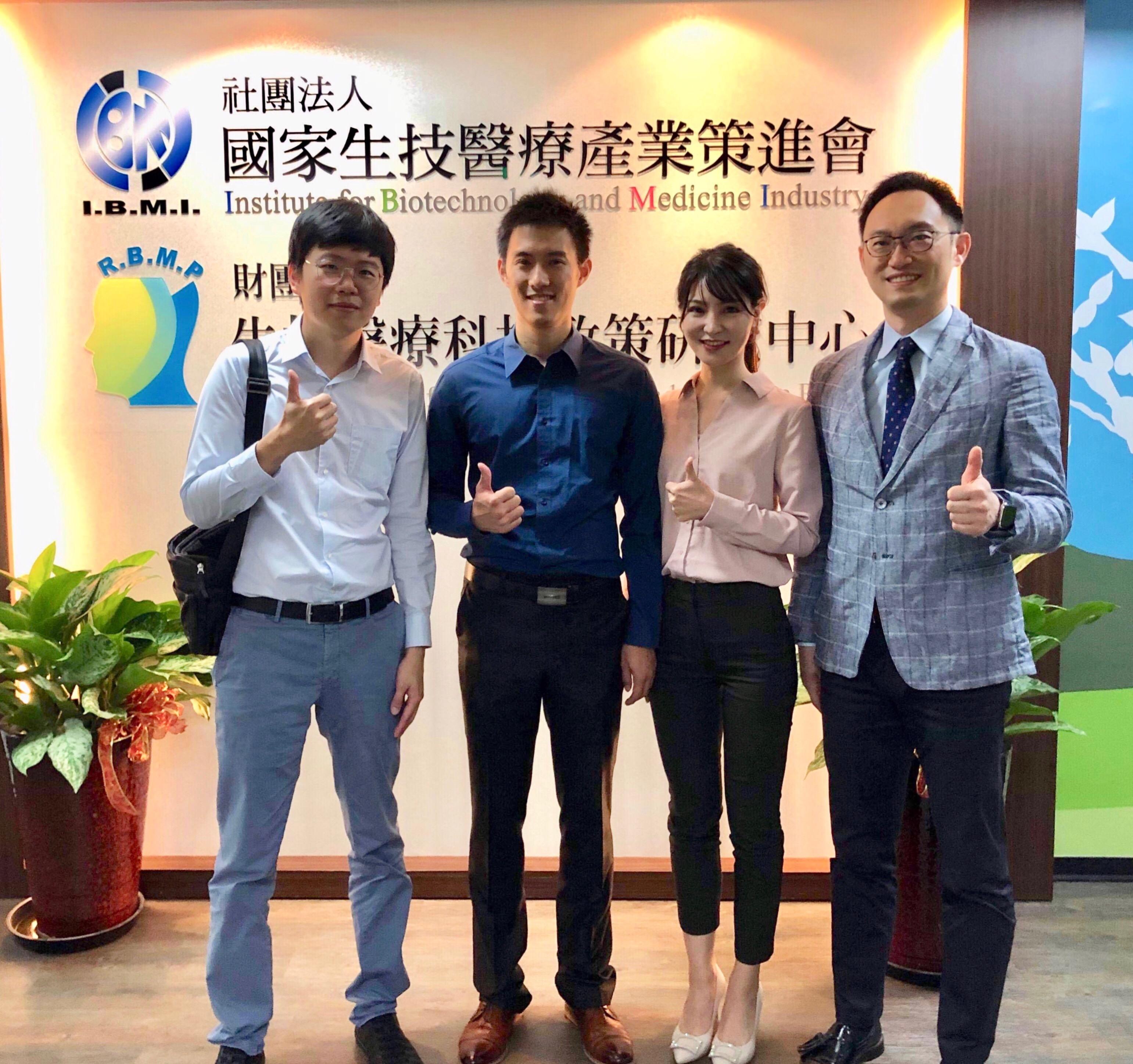 左起:胡尚秀教授,方人弘博士,許如秀博士,盧郁仁醫師。