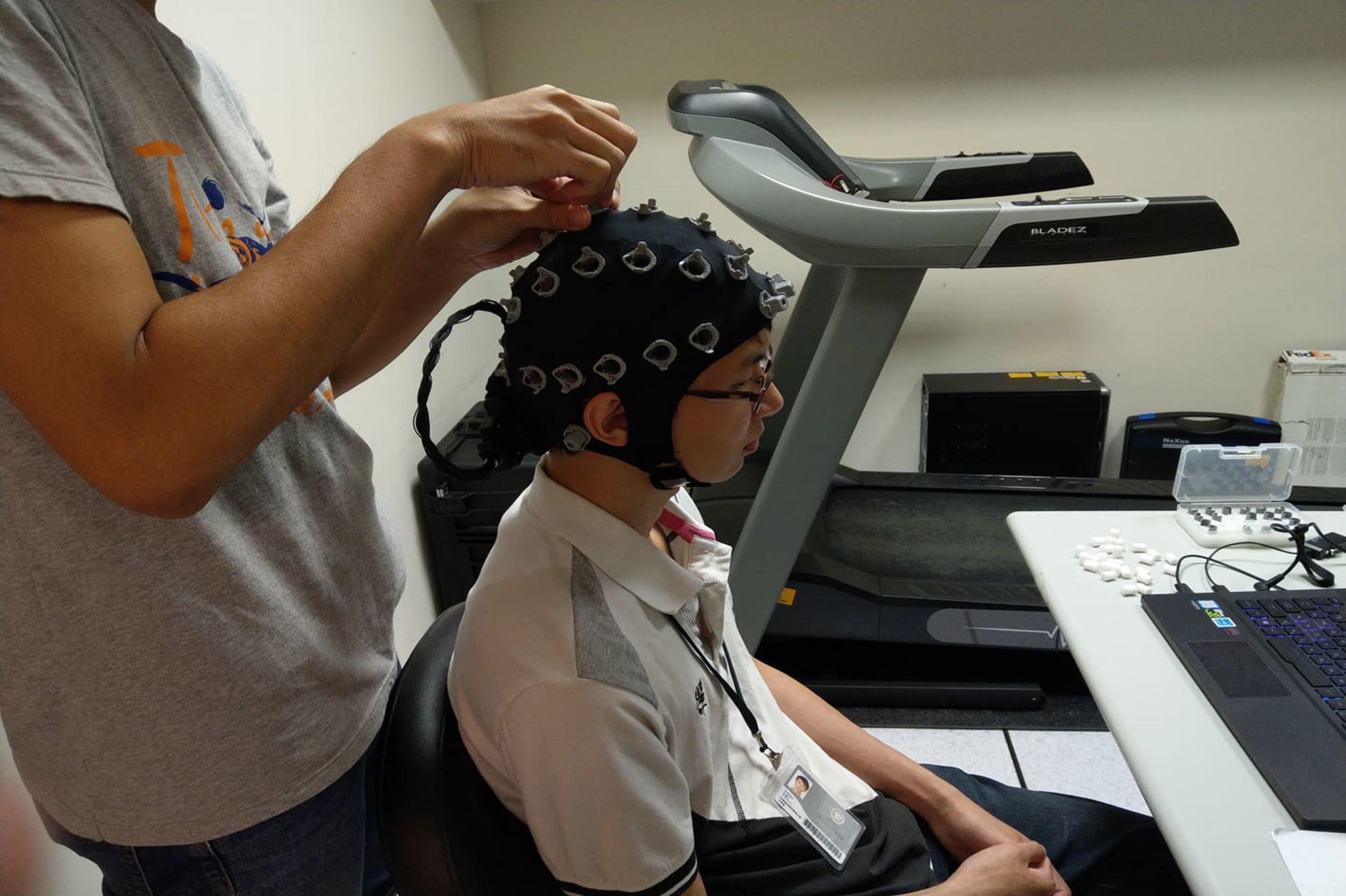 實驗前配戴無線腦波帽