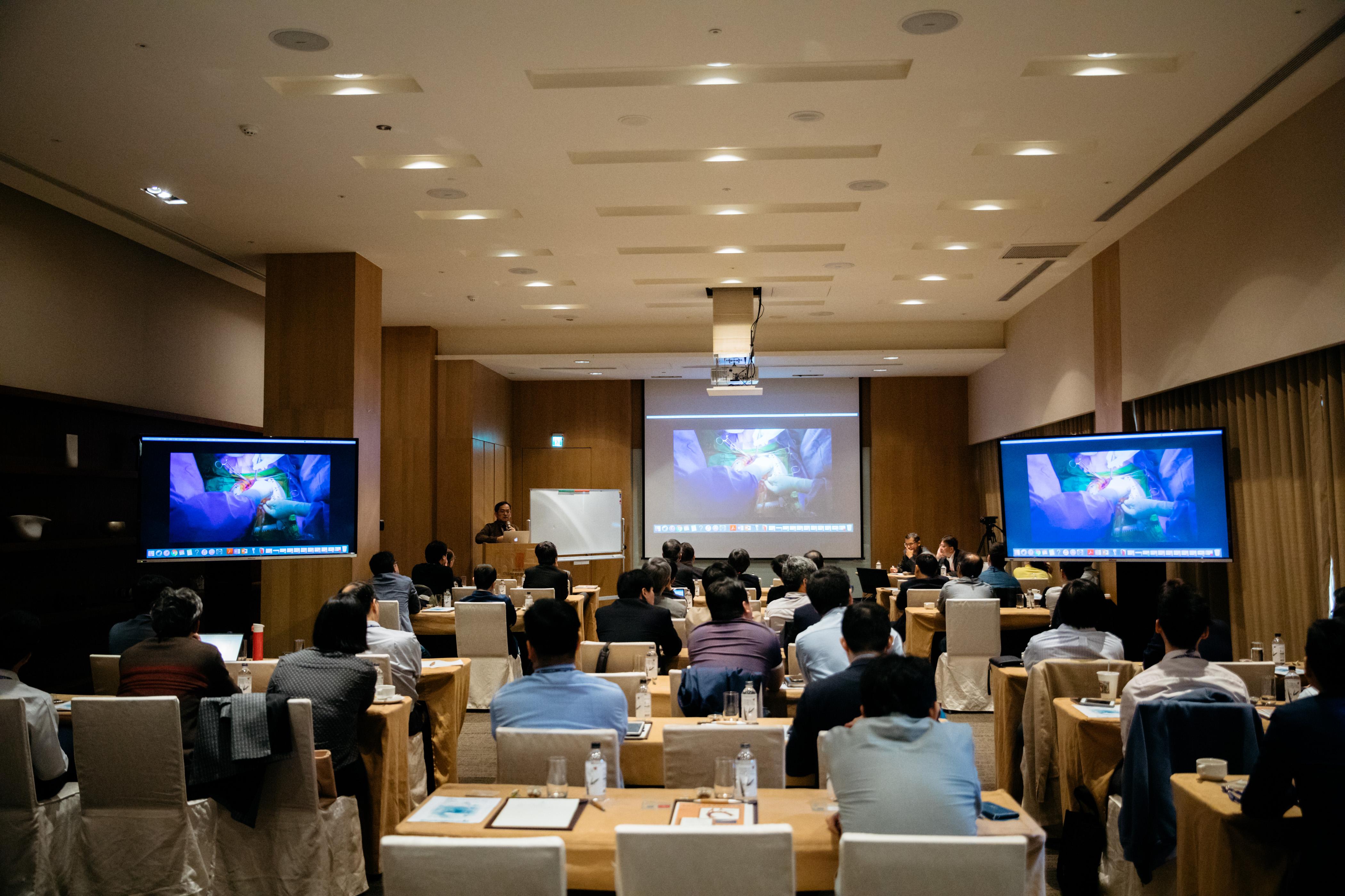 振興醫院心臟醫學中心團隊除定期內部開會外,並每年舉辦國際會議,和海內外專家交流。