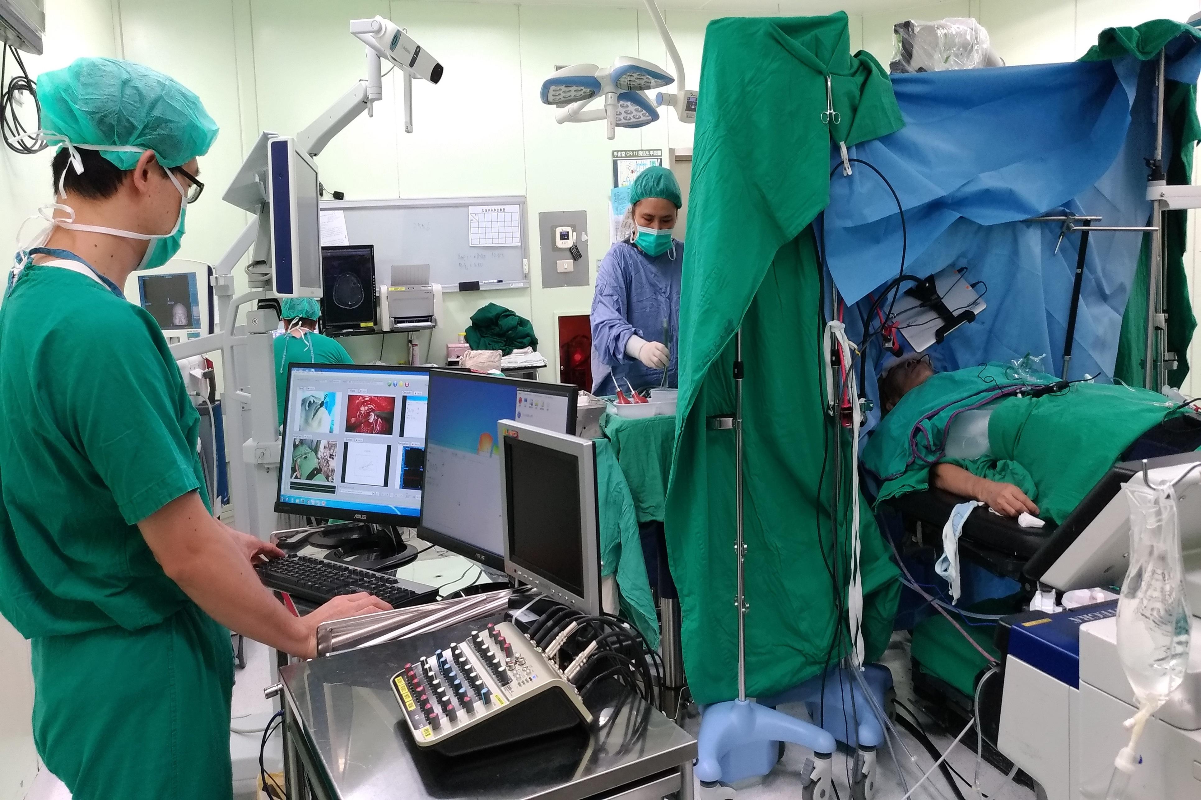 智慧醫療系統運用於清醒開顱手術的場景