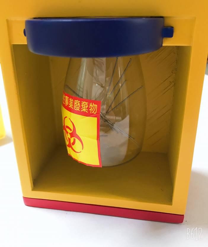 計數輔助型針灸集針盒-內部透明的集針瓶,方便觀察收集的棄針量,可置換空瓶。