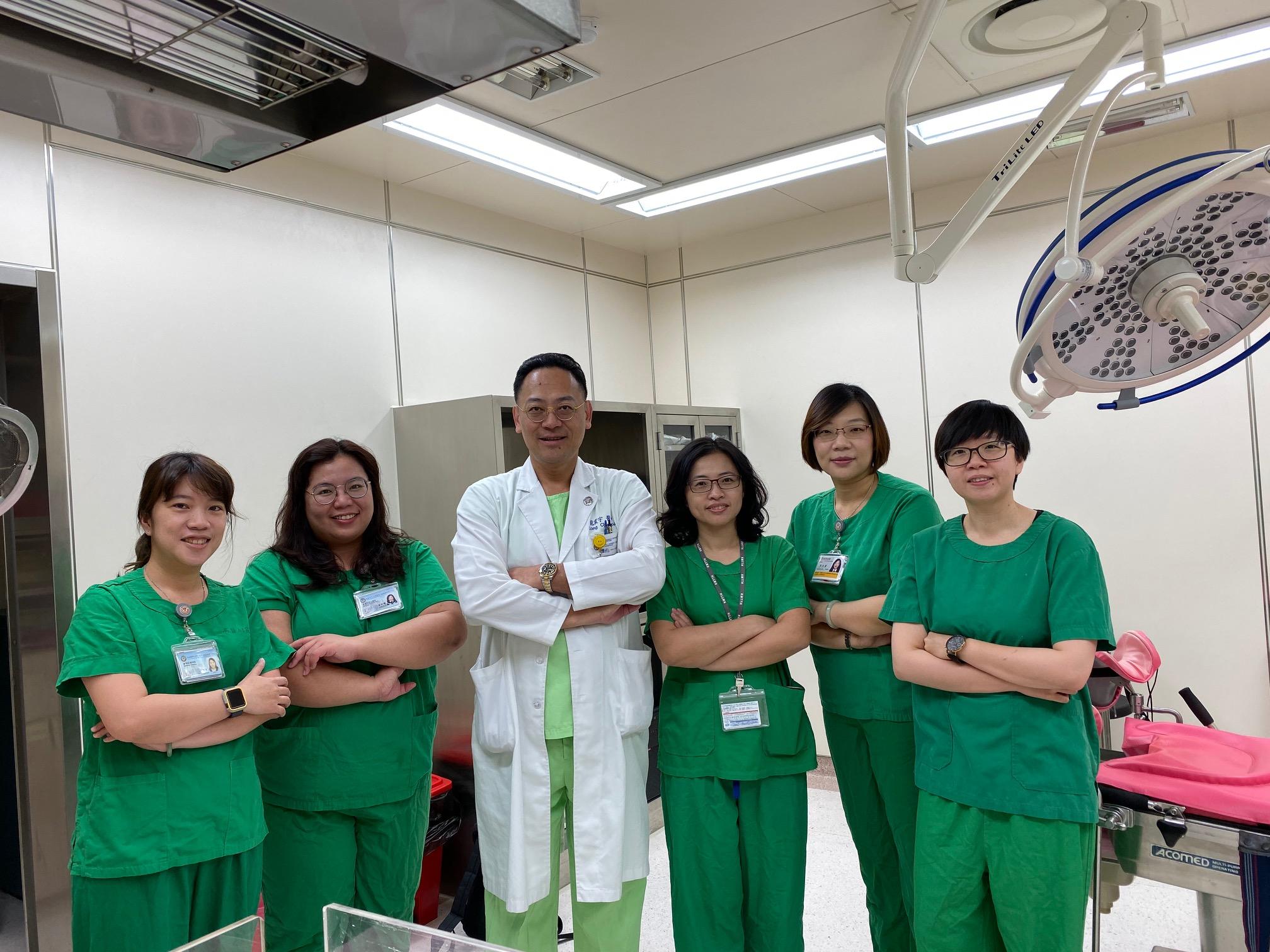 由左至右:蘇玲惠技術員、盧紫曦醫師、龍震宇醫師、林冠伶醫師、吳宜霖技術員、劉奕吟醫師