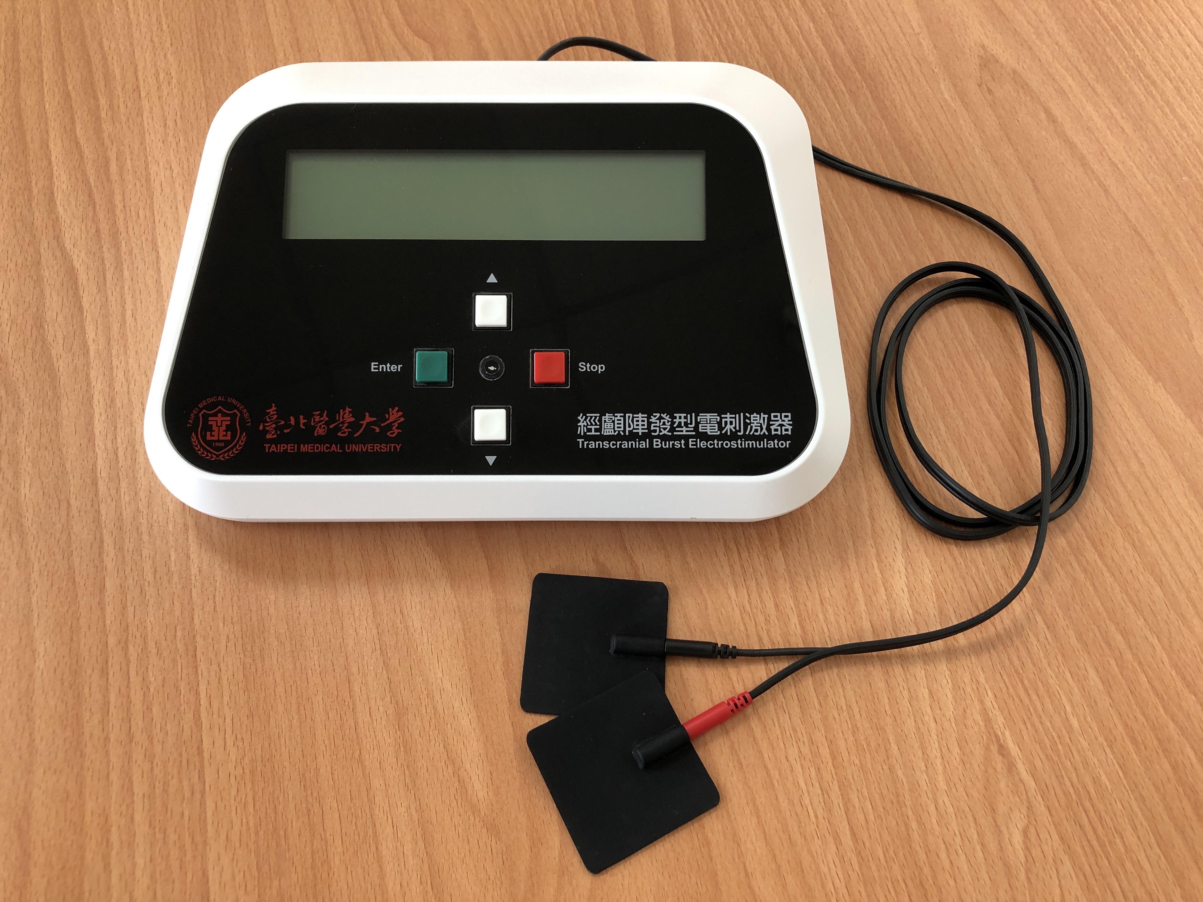 本團隊產品參加新加坡醫療展 本團隊所開發之第二代特效波形經顱直流電刺激系統