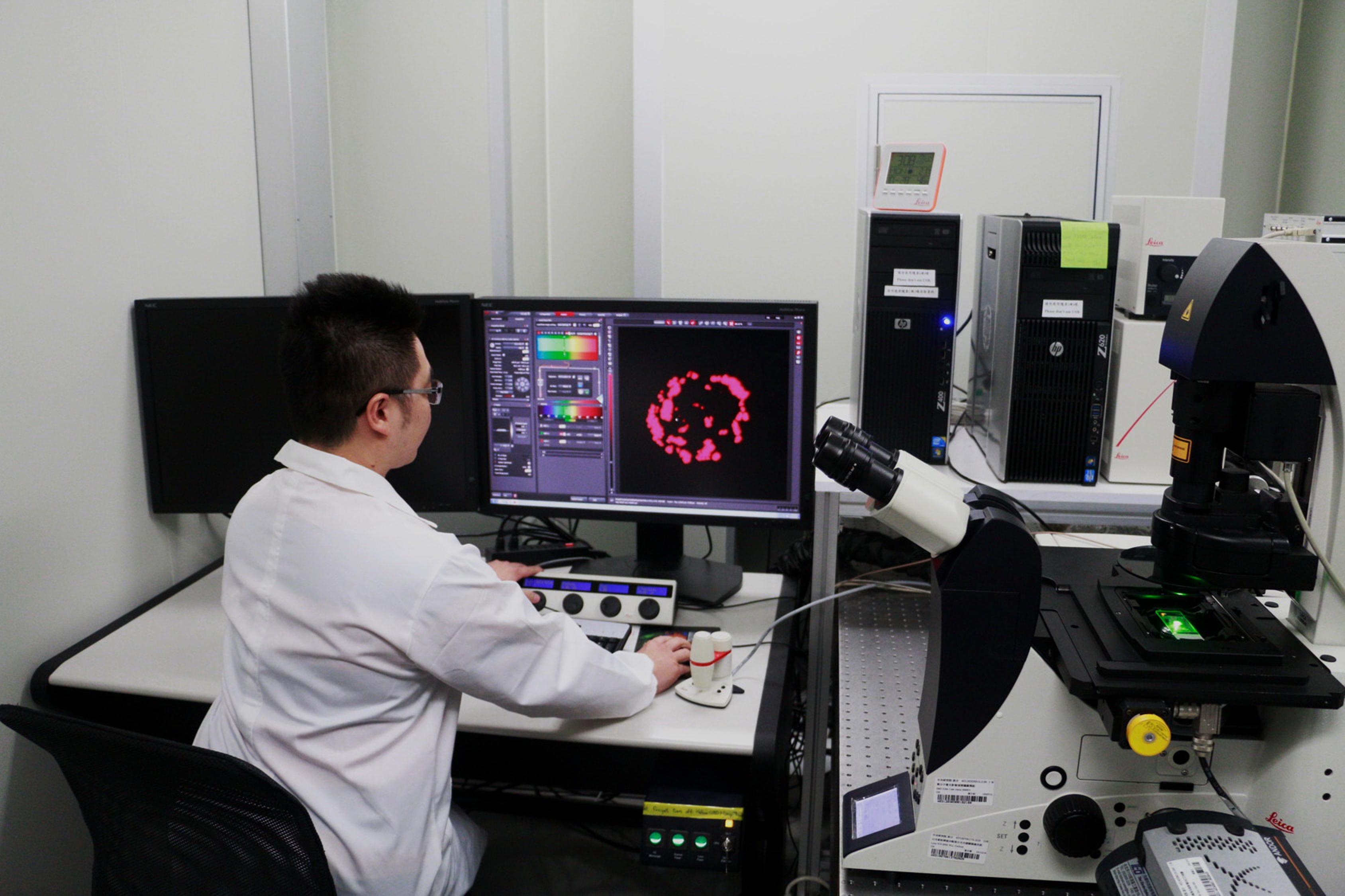 張煥正老師研究團隊之光學顯微鏡實驗室