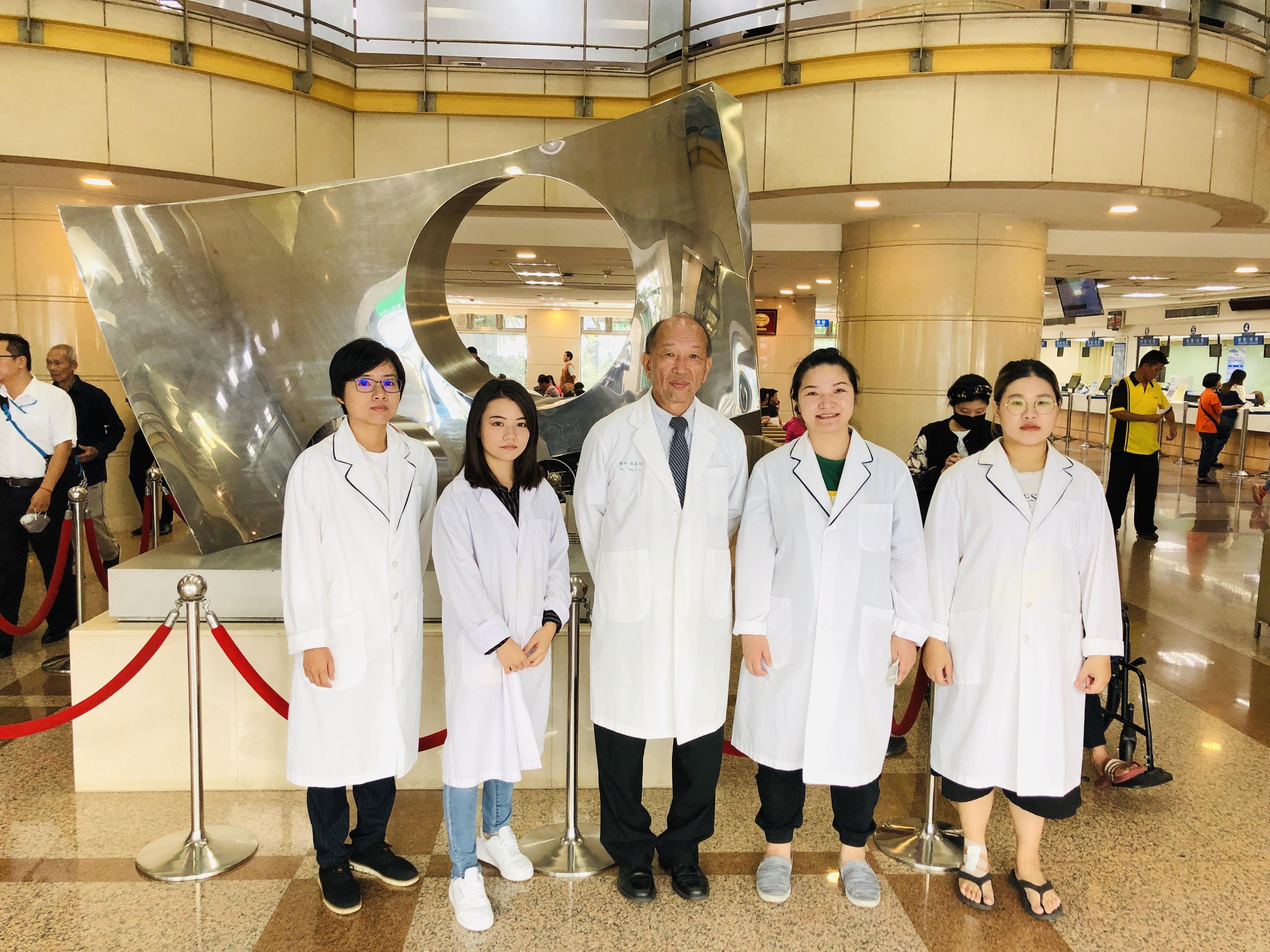 團隊與中國醫藥大學附設醫院合照