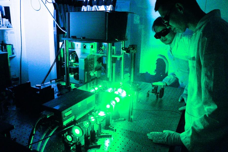 張煥正老師研究團隊之雷射光學實驗室