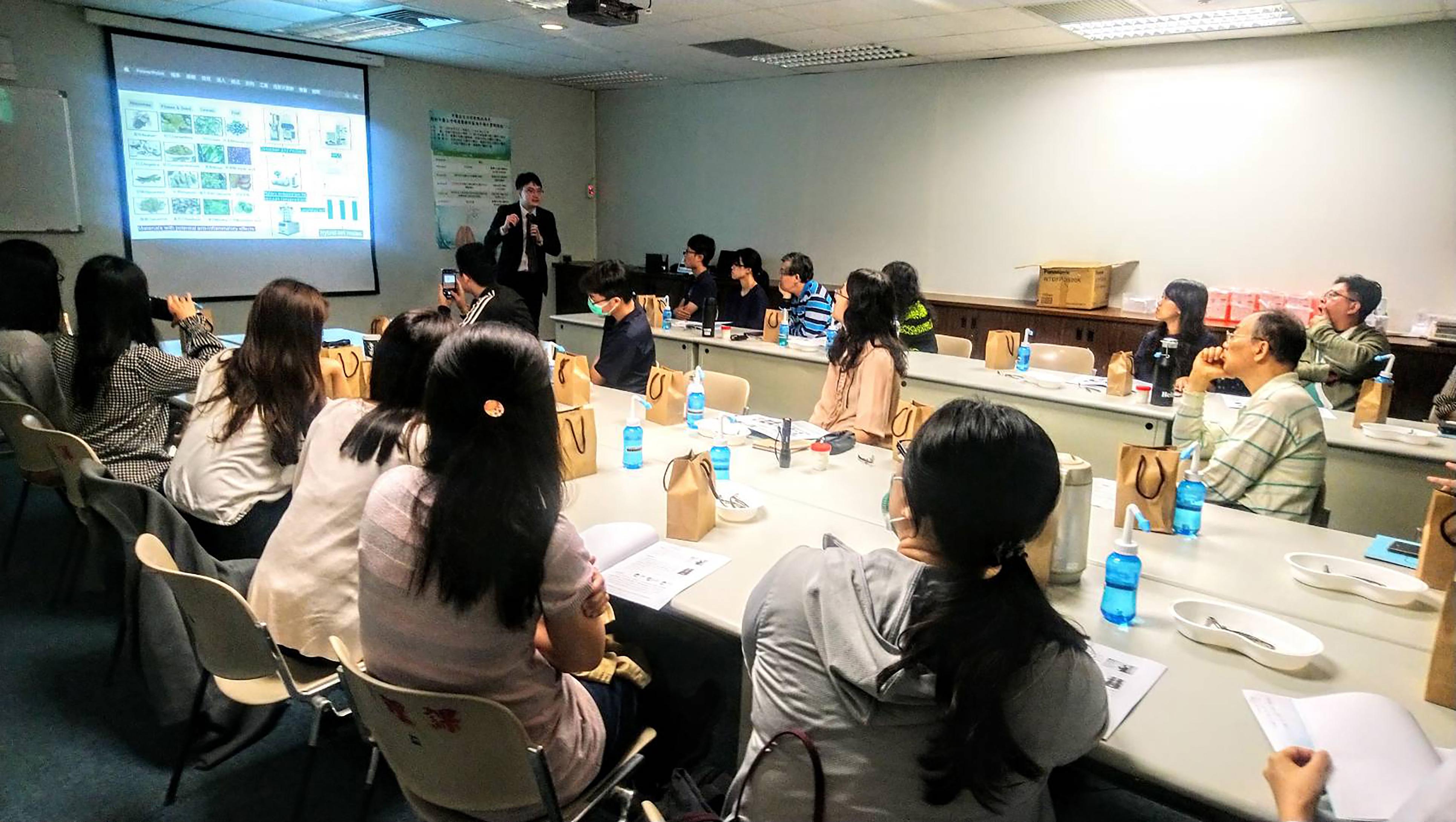 在各縣市中醫師公會舉辦的WORKSHOP互動實做工作坊,先介紹再實做,完整學習此像技術。