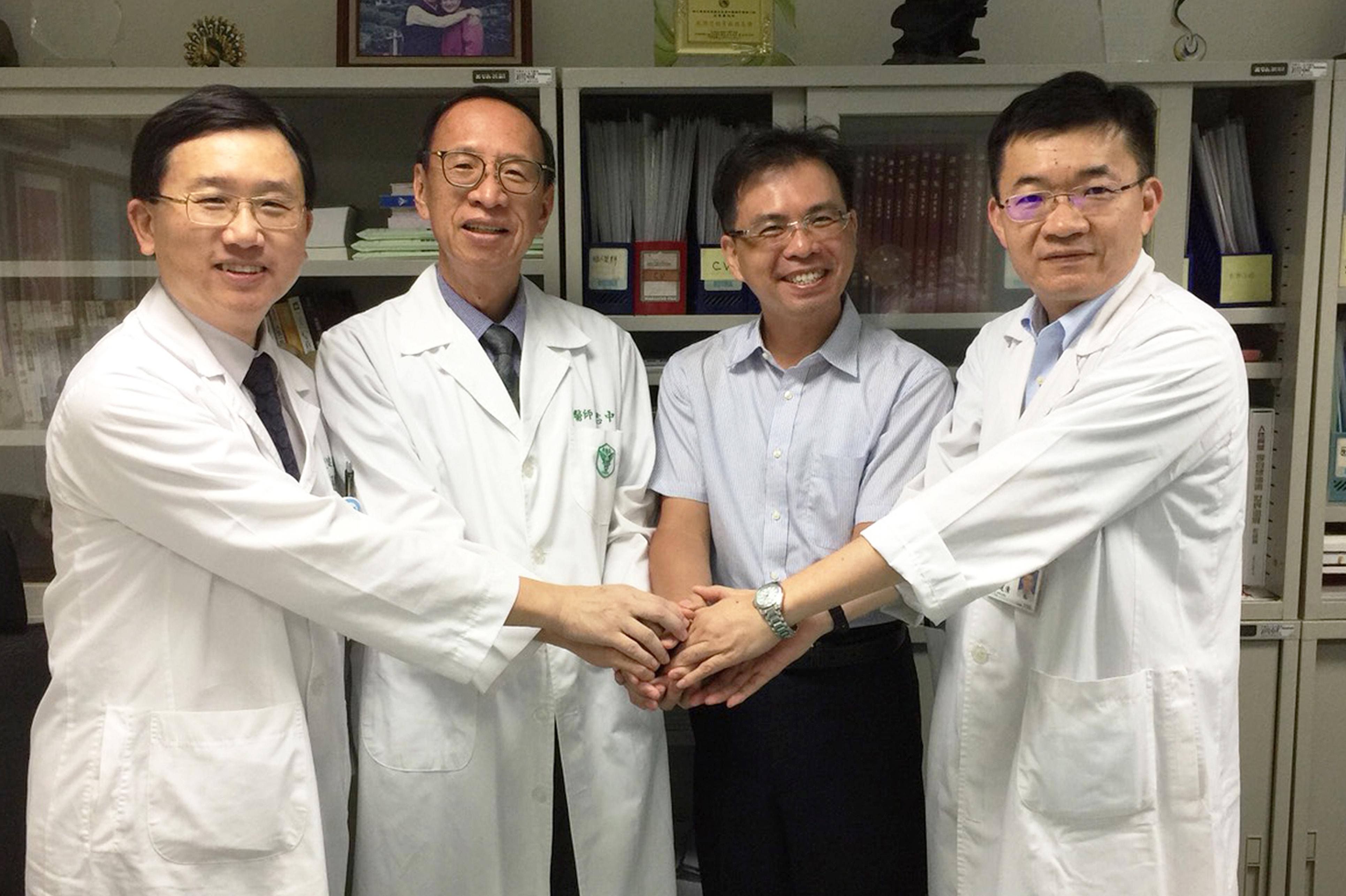 團隊成員(由左至右):王鈺霖、王志中、林伯昰、許建清