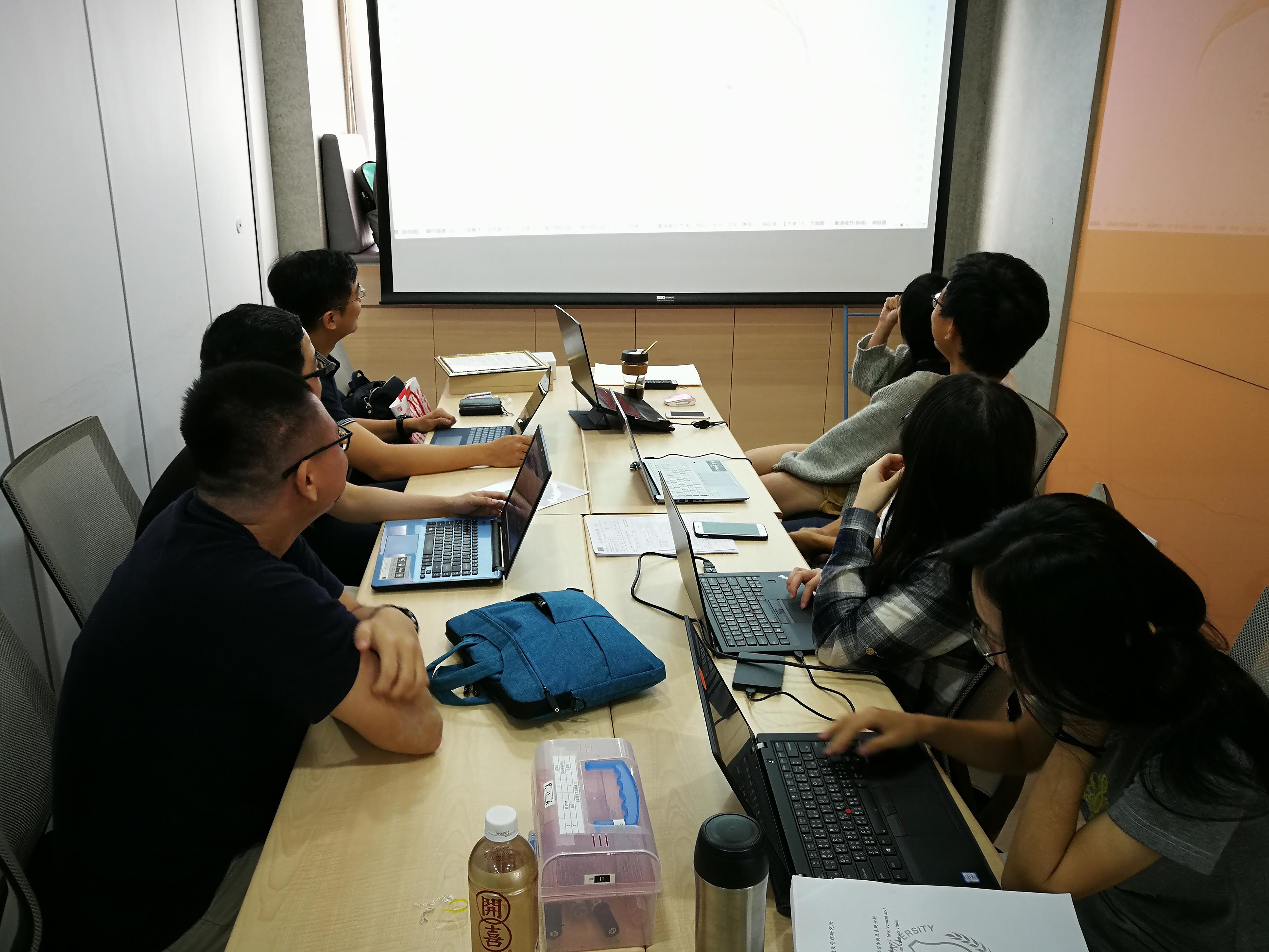 研發照片3_系統開發:北醫團隊使用Python和Tableau建立視覺化平台