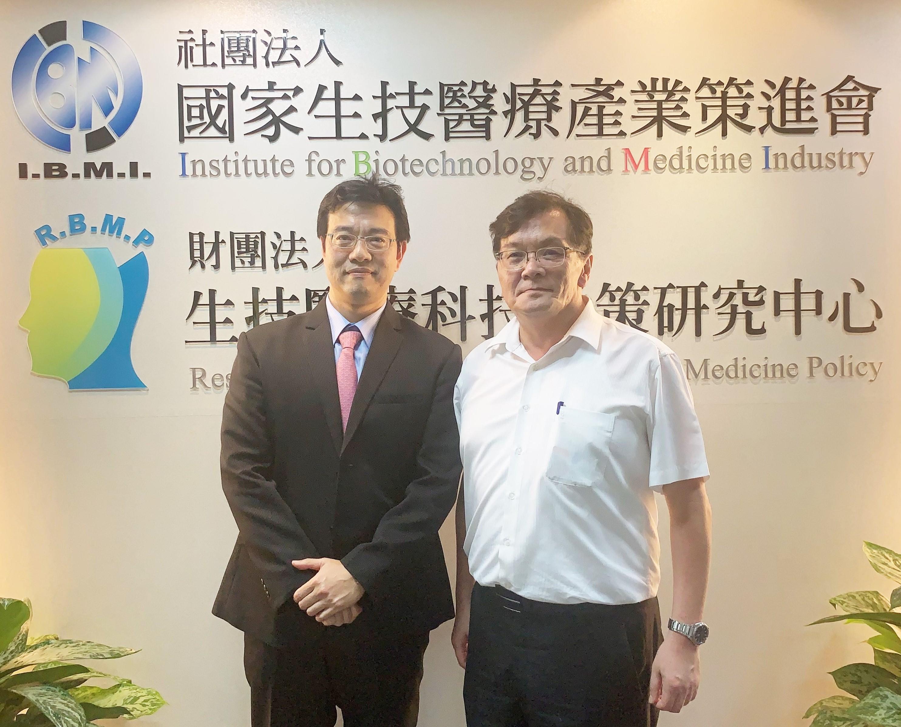 研究團隊照片(左起為謝邦鑫教授、戴金龍教授)